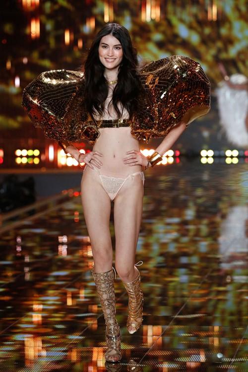Danh sách 55 chân dài xác nhận sẽ trình diễn trong Victorias Secret Fashion Show 2017 - Ảnh 18.