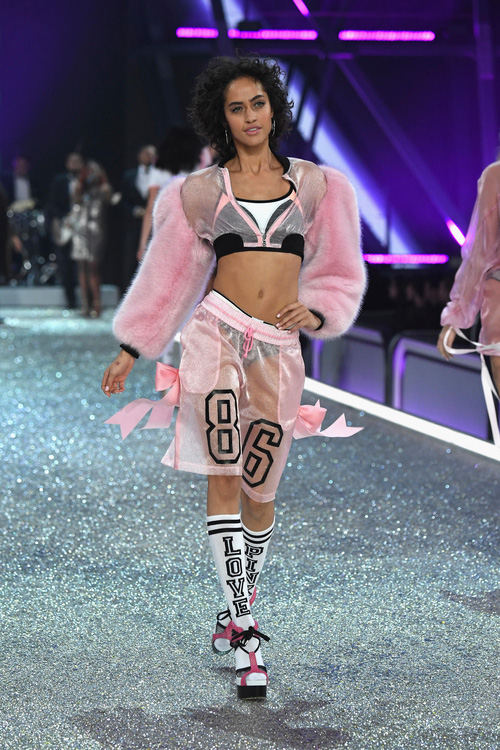 Danh sách 55 chân dài xác nhận sẽ trình diễn trong Victorias Secret Fashion Show 2017 - Ảnh 25.