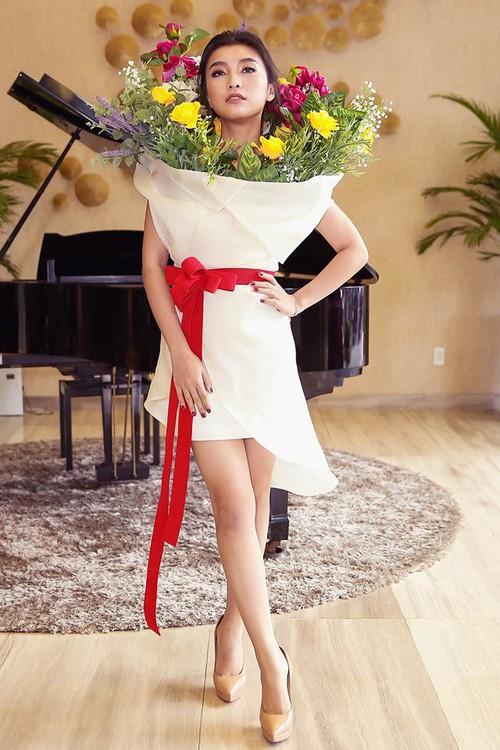 Ngang nhiên mượn thiết kế của Moschino nhưng bó hoa Tiêu Châu Như Quỳnh lại kém sắc trầm trọng - Ảnh 4.