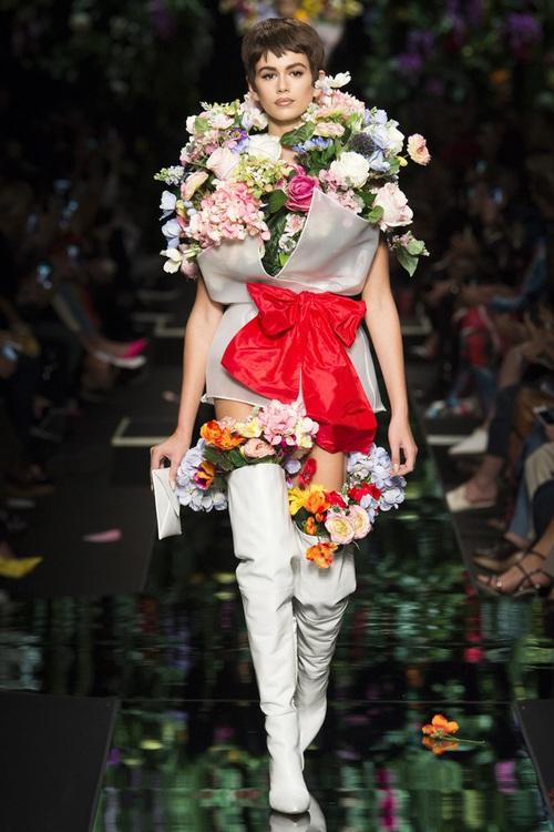 Ngang nhiên mượn thiết kế của Moschino nhưng bó hoa Tiêu Châu Như Quỳnh lại kém sắc trầm trọng - Ảnh 6.