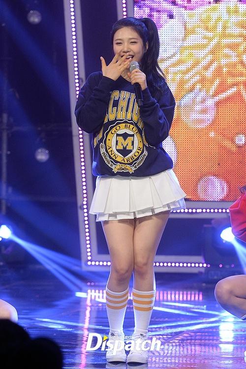 Luôn có một thành viên của Red Velvet phải mặc váy 2 tầng, và nguyên cớ là... - Ảnh 4.