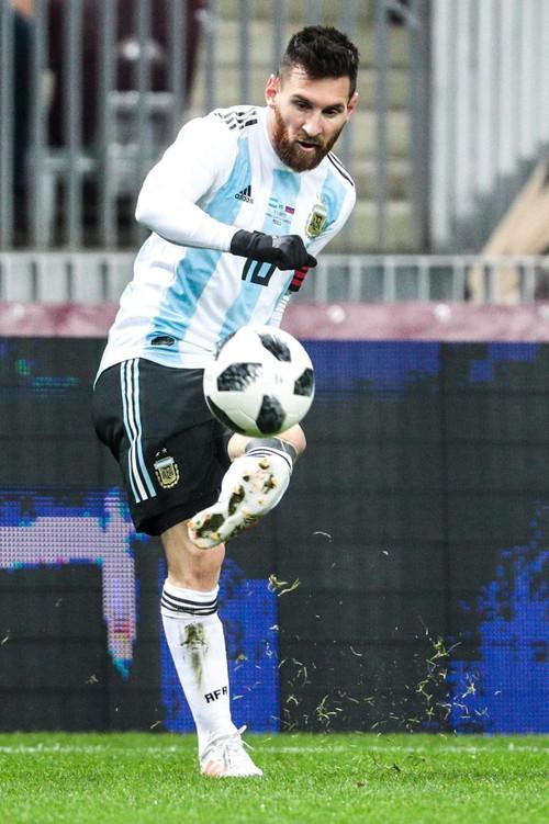"""LĐBĐ Argentina bị chỉ trích vì bày Messi và đồng đội cách """"thả thính"""" phụ nữ Nga - Ảnh 3."""