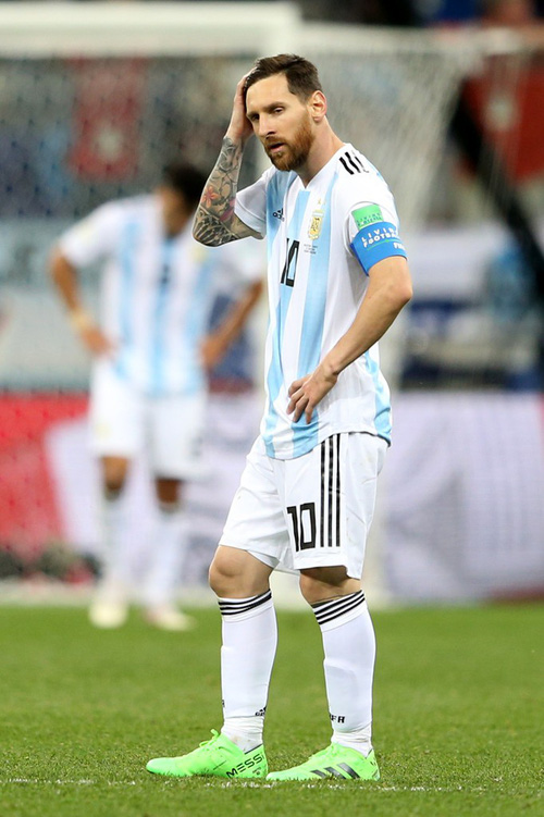 Có một Messi bất lực, đáng thương trong ngày thảm bại của Argentina - Ảnh 8.