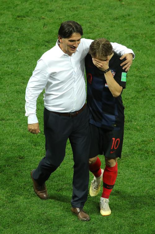 CĐV Croatia mừng phát điên khi đội nhà lần đầu tiên vào chung kết World Cup - Ảnh 11.
