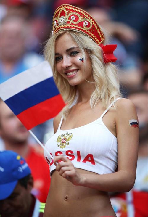 Fan nữ nổi tiếng hứa khoả thân nếu tuyển Nga vô địch World Cup 2018 - Ảnh 1.
