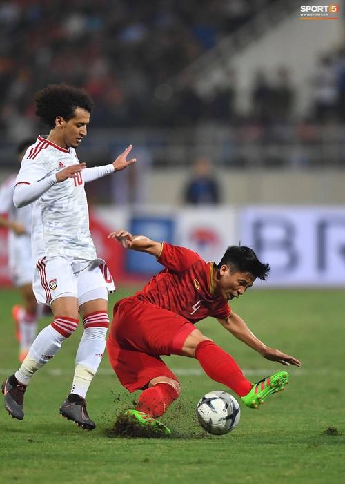 Tuyển thủ Việt Nam tráo số áo đấu UAE: Đó là sự tinh quái của thầy Park - Ảnh 10.