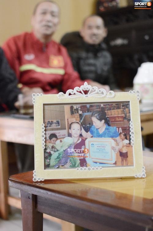 Về thăm nhà người hùng U22 Việt Nam, Nguyễn Hoàng Đức: Tràn ngập kỷ vật World Cup và những bức ảnh thời trẻ trâu hết sức dễ thương - Ảnh 10.