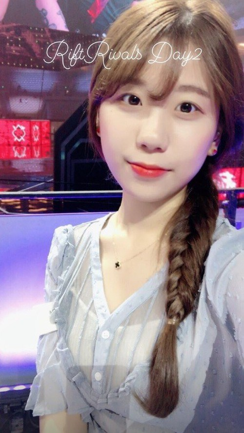 Ngỡ ngàng trước nhan sắc các nữ MC tại MSI 2019: Xuất hiện nữ thần tới từ Trung Quốc nhưng đại diện của Việt Nam cũng không hề kém cạnh - Ảnh 14.