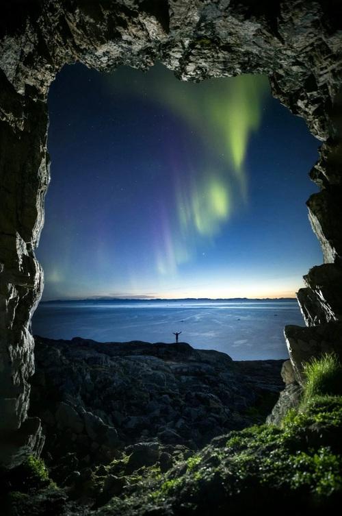 Những bức ảnh hiện tượng cực quang ở đảo Greenland đầy choáng ngợp khiến người xem cảm giác như đang lạc ra ngoài không gian - Ảnh 6.