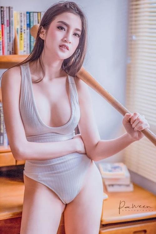 Nữ streamer sexy khiến fan thổn thức vì vòng một quá khủng, nhưng BST mô hình triệu đô mới là thứ gây xôn xao! - Ảnh 9.
