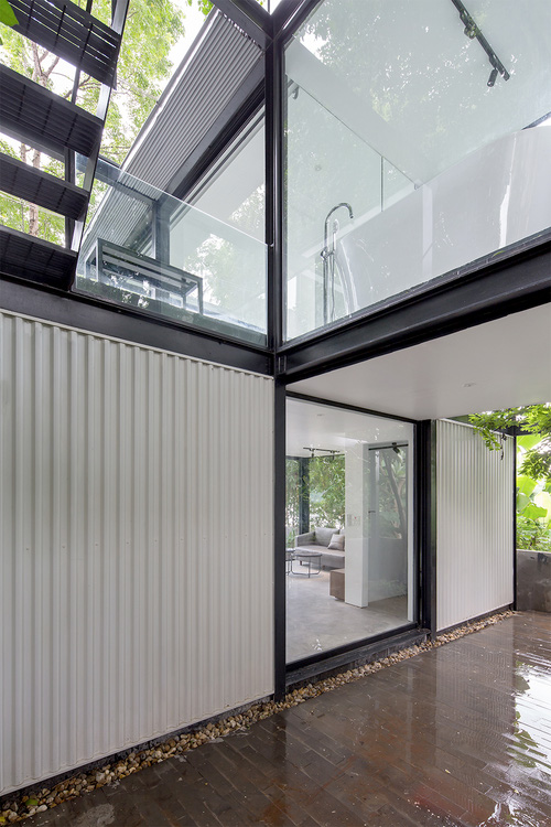 Ngôi nhà trong suốt bên bờ sông Đuống: Thay 75% tường bằng vách kính nhưng vẫn mát mẻ nhờ 3 thiết kế đặc biệt - Ảnh 3.