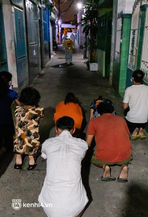 Lặng người sau một ngày dài theo chân nhóm mai táng 0 đồng ở Sài Gòn: Ước gì có thể giúp được hết tất cả... - Ảnh 13.