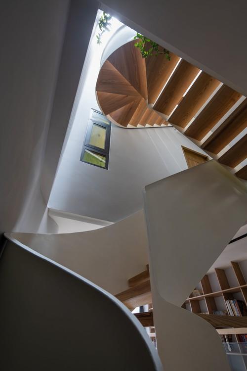 Mê mẩn nhà phố 2,3 tỷ có cầu thang uốn lượn như dải lụa, góc nào cũng giống triển lãm nghệ thuật - Ảnh 5.