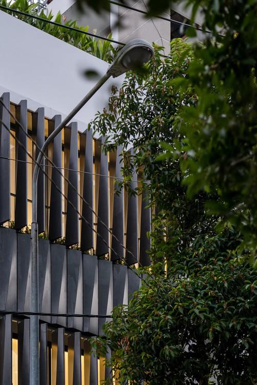 Mê mẩn nhà phố 2,3 tỷ có cầu thang uốn lượn như dải lụa, góc nào cũng giống triển lãm nghệ thuật - Ảnh 1.