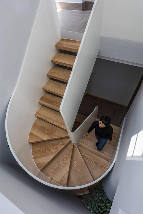 Mê mẩn nhà phố 2,3 tỷ có cầu thang uốn lượn như dải lụa, góc nào cũng giống triển lãm nghệ thuật - Ảnh 10.