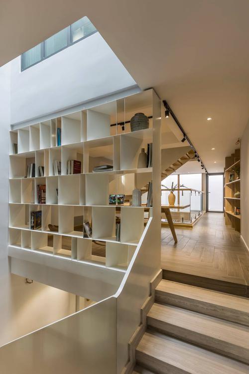 Mê mẩn nhà phố 2,3 tỷ có cầu thang uốn lượn như dải lụa, góc nào cũng giống triển lãm nghệ thuật - Ảnh 11.