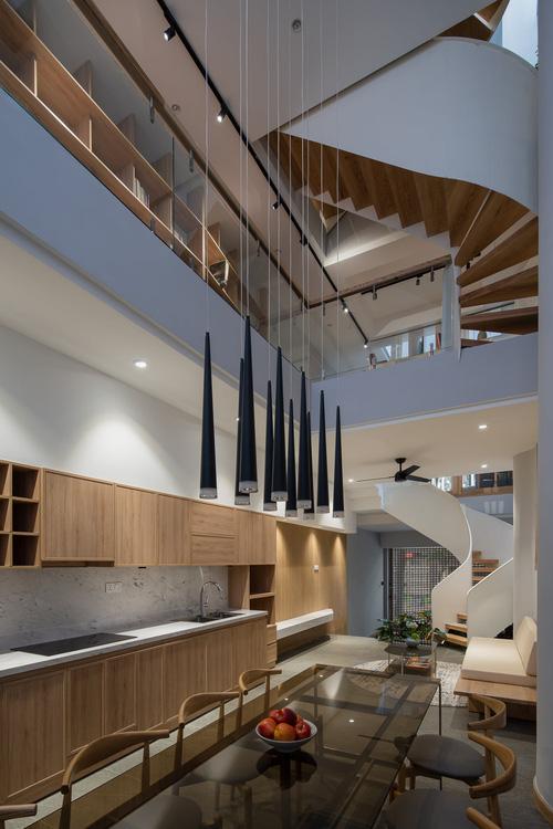 Mê mẩn nhà phố 2,3 tỷ có cầu thang uốn lượn như dải lụa, góc nào cũng giống triển lãm nghệ thuật - Ảnh 7.