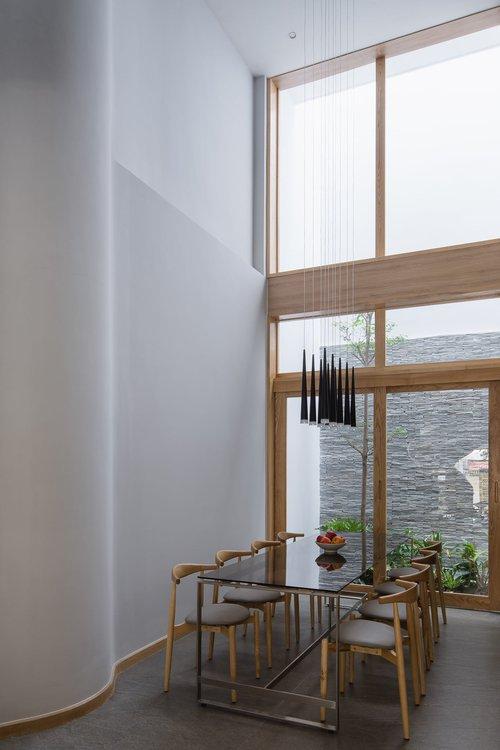 Mê mẩn nhà phố 2,3 tỷ có cầu thang uốn lượn như dải lụa, góc nào cũng giống triển lãm nghệ thuật - Ảnh 8.