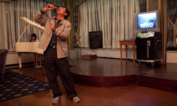 Triều Tiên tuyên bố nghiên cứu thành công rượu uống không say - Ảnh 1.