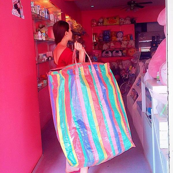 Hài hước túi xách nghìn đô của Balenciaga giống hệt túi nilon Thái Lan - Ảnh 6.