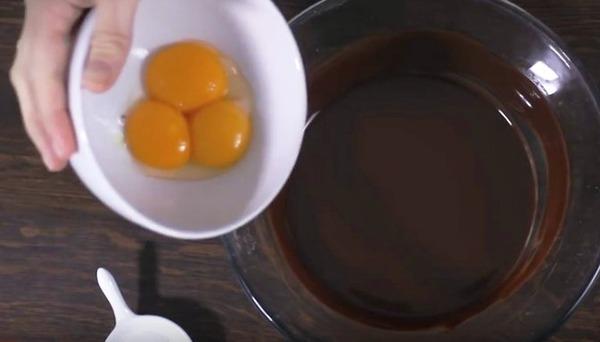 Thơm mát bánh chocolate với mousse cà phê siêu mềm ẩm - Ảnh 4.