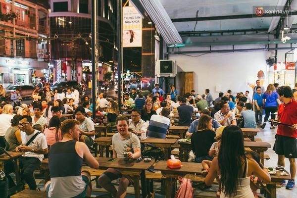 3 chợ đêm ẩm thực mới toanh ở Sài Gòn khiến bạn phải đi ngay kẻo lỡ - Ảnh 2.