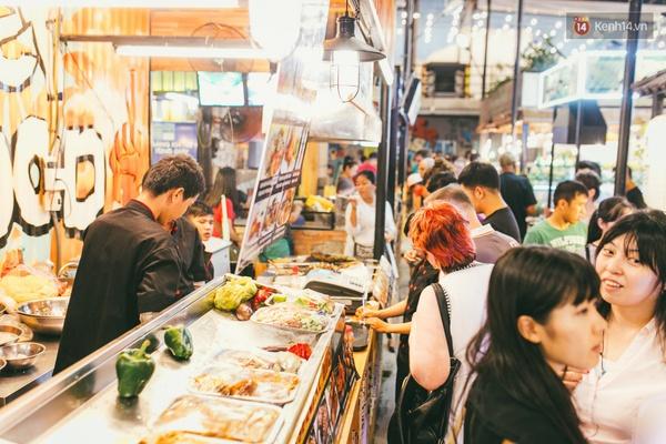 3 chợ đêm ẩm thực mới toanh ở Sài Gòn khiến bạn phải đi ngay kẻo lỡ - Ảnh 3.