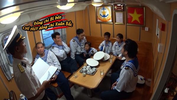 Bố ơi: Các nhóc tì bỡ ngỡ khi chiến đấu cùng các chiến sĩ hải quân - Ảnh 10.