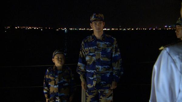 Bố ơi: Các nhóc tì bỡ ngỡ khi chiến đấu cùng các chiến sĩ hải quân - Ảnh 20.