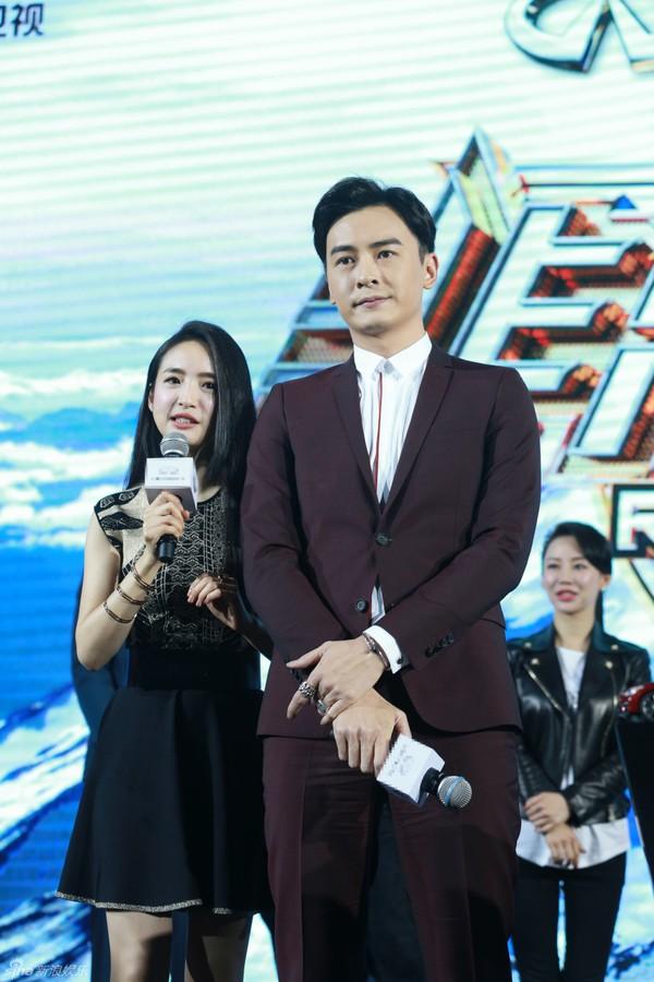 Cặp đôi Thơ ngây Lâm Y Thần - Trịnh Nguyên Sướng thân mật nhân ngày tái hợp - Ảnh 1.