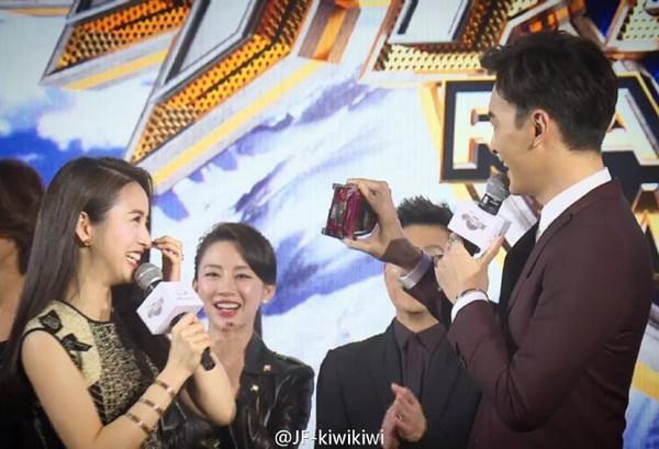 Cặp đôi Thơ ngây Lâm Y Thần - Trịnh Nguyên Sướng thân mật nhân ngày tái hợp - Ảnh 7.