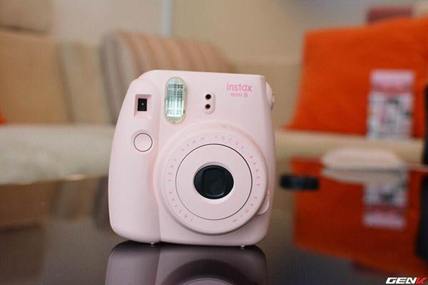 Khám phá chiếc máy ảnh Instax mini 8 dưới góc nhìn của hội con gái - Ảnh 1.
