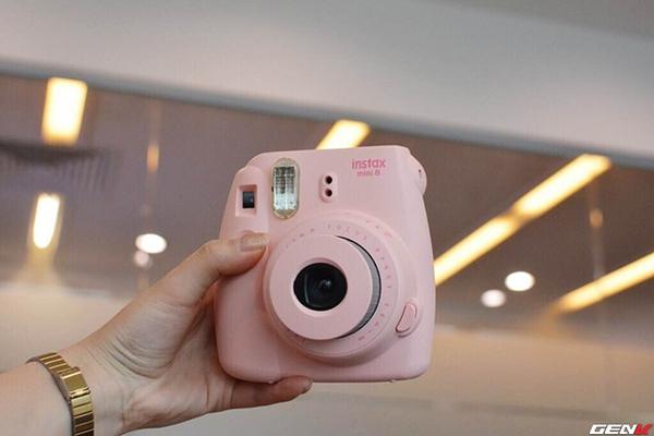 Khám phá chiếc máy ảnh Instax mini 8 dưới góc nhìn của hội con gái - Ảnh 2.