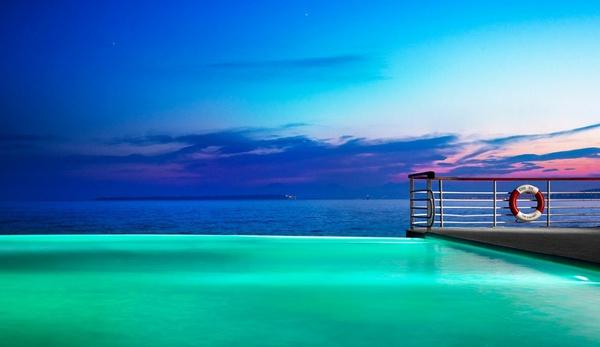 18 bể bơi sang chảnh khắp thế giới dành cho giới nhà giàu - Ảnh 33.