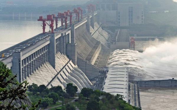 Trung Quốc đối Mặt Kho Khăn Chồng Chất Vi Mưa Lũ