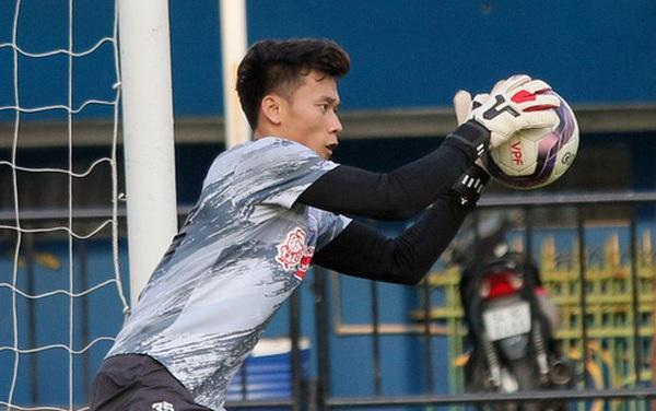 Cầu thủ tập luyện như thế nào trước ngày V.League 2021 trở lại?