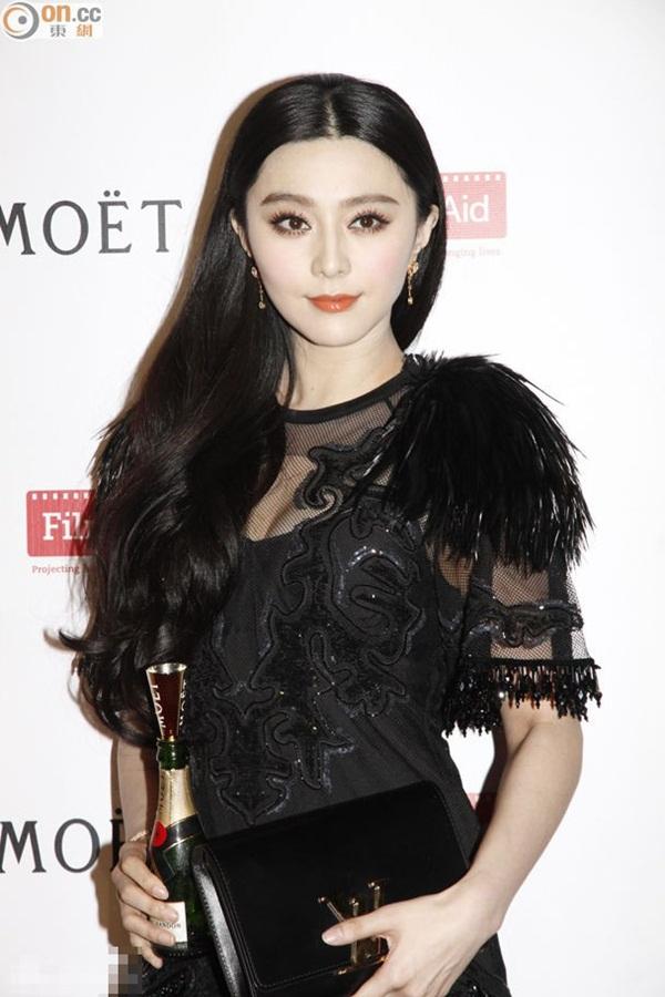 No.1 - Phạm Băng Băng. Phạm Băng Băng không chỉ đẹp mà còn đang trở thành  biểu tượng của showbiz Trung Quốc trong lòng nhiều khán giả thế giới.
