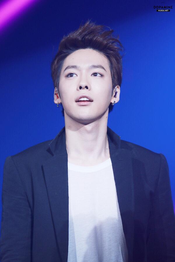 tumblr_static_jinwoo_at_aon_concert6-ec1f6