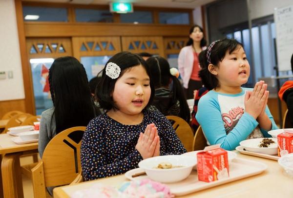 Kết quả hình ảnh cho Trẻ con Nhật Bản được giáo dục kỹ càng từ nhỏ