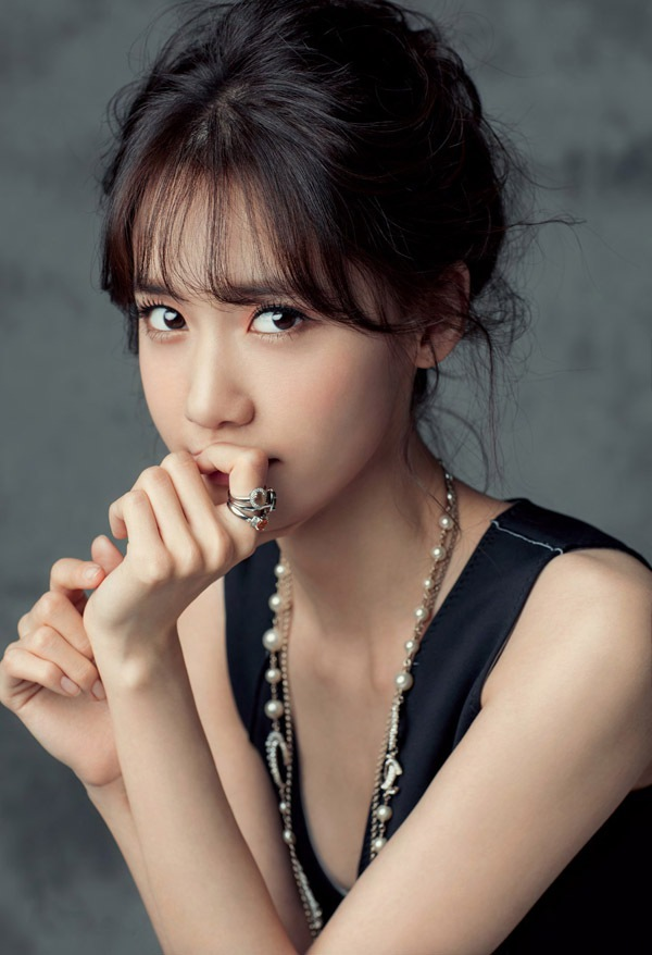 yoon-ah-tae-yeon-hinh-tap-chi-9685-2025-1425889283-6e03c