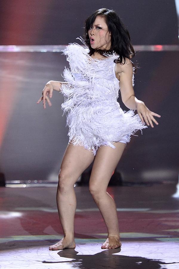 """Trấn Thành khóc khi chia tay thí sinh """"Bước nhảy"""" 12"""