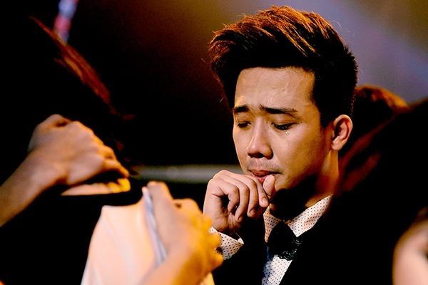 """Trấn Thành khóc khi chia tay thí sinh """"Bước nhảy"""" 2"""