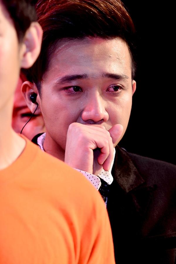 """Trấn Thành khóc khi chia tay thí sinh """"Bước nhảy"""" 5"""