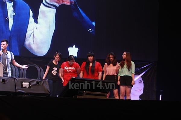 Jaejoong ngượng ngùng đút kimbap cho fan 1