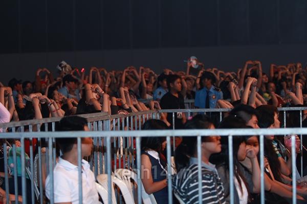 Jaejoong ngượng ngùng đút kimbap cho fan 47