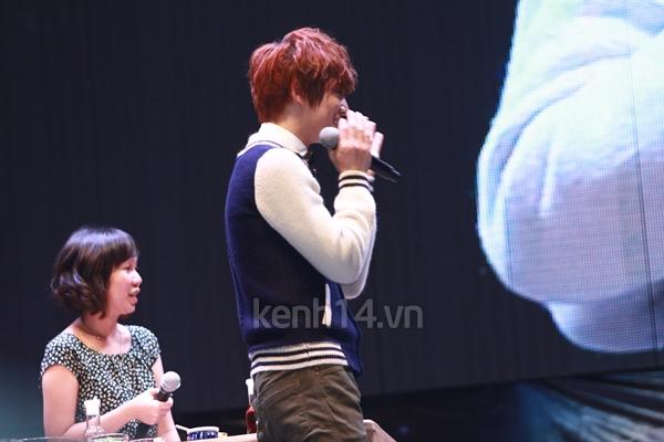 Jaejoong ngượng ngùng đút kimbap cho fan 6