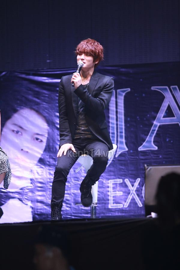 Jaejoong ngượng ngùng đút kimbap cho fan 49