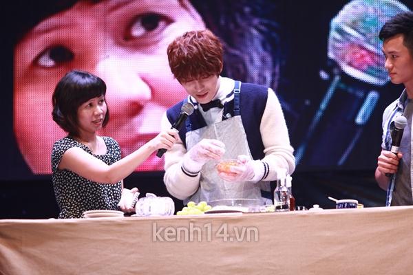 Jaejoong ngượng ngùng đút kimbap cho fan 62