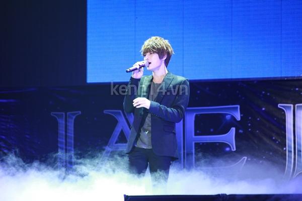 Jaejoong ngượng ngùng đút kimbap cho fan 27