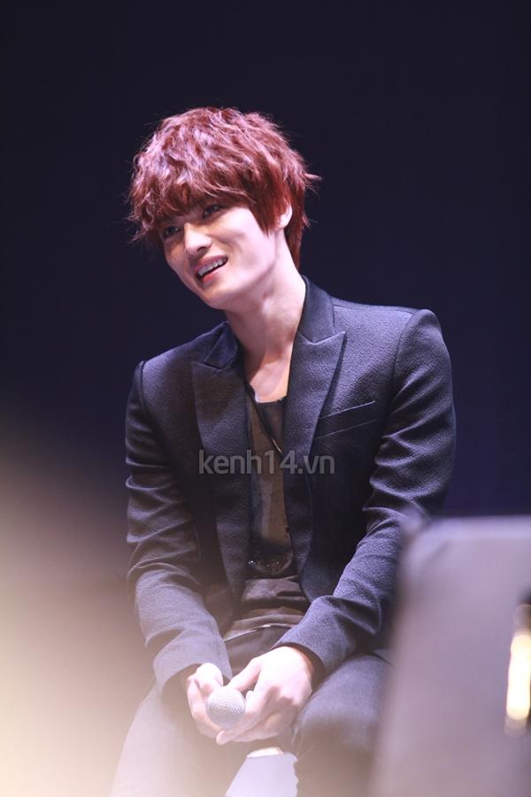 Jaejoong ngượng ngùng đút kimbap cho fan 33